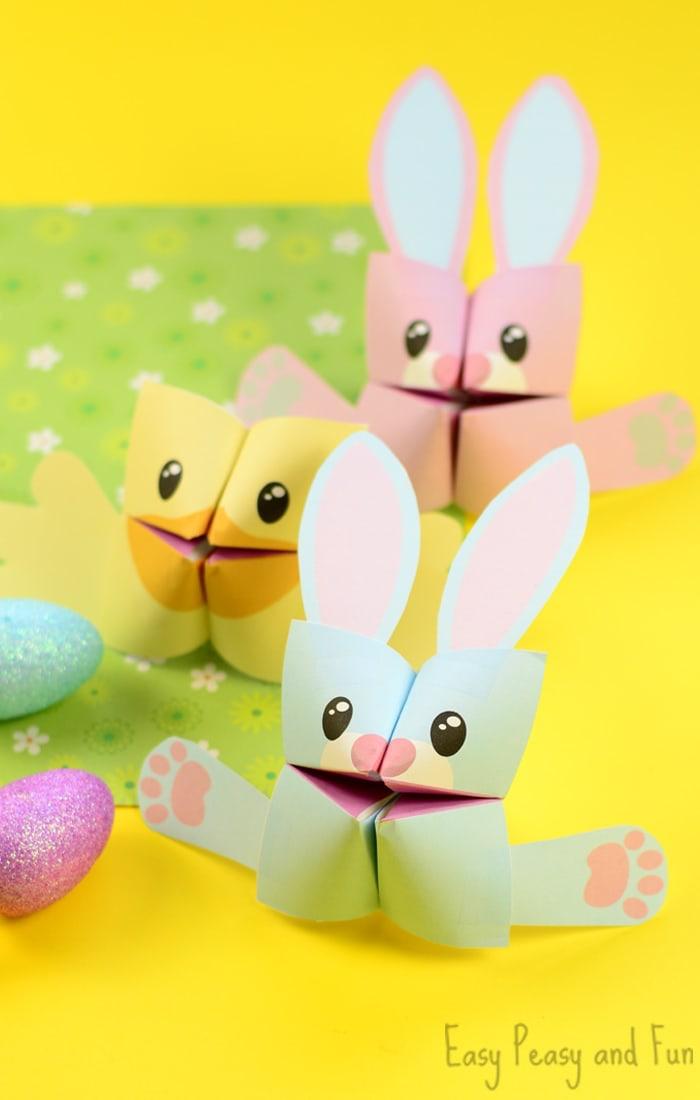 idée pour un bricolage de pâques pour la maternelle, le pliage cocotte origami en forme de lapin ou poussin