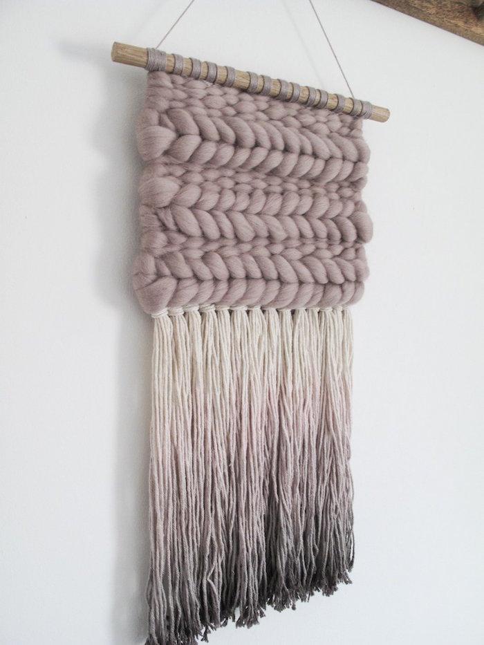 déco macramé en laine avec dégradé de couleurs et tissage en relief