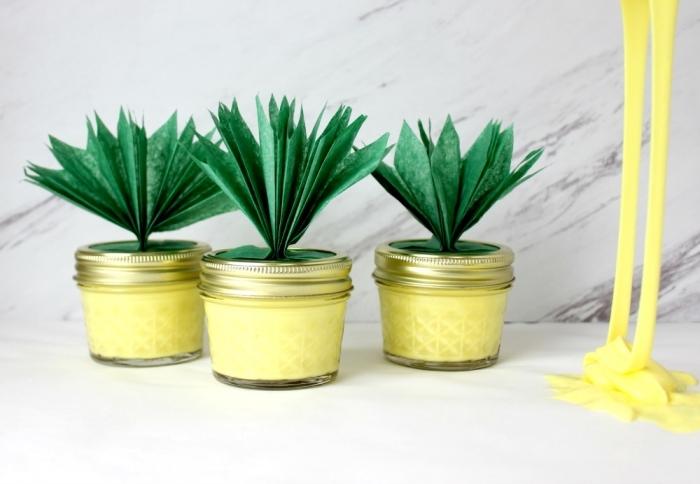 recette slime jaune pour remplir des pots en verre ananas, des cadeaux aux invités personnalisés sur le thème ananas
