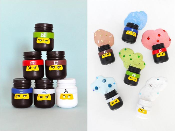 idée originale de cadeaux d'invités sur le thème lego ninjago, des pots en verre repeints et personnalisés contenant du slime, recette slime coloré avec de petites décorations