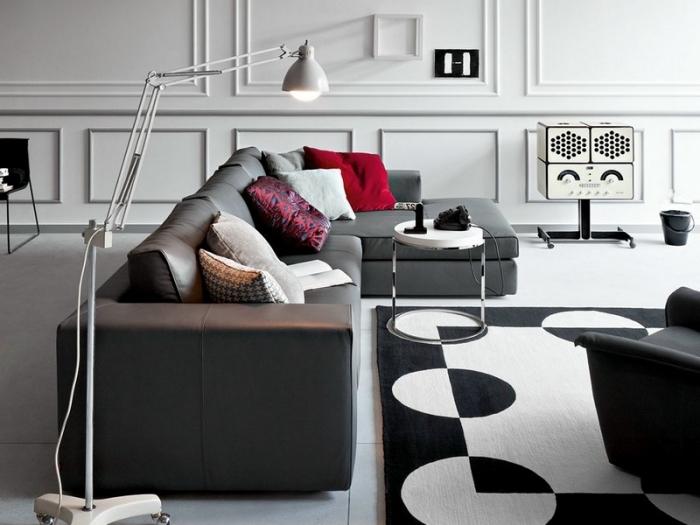 comment associer les couleurs neutres dans un salon moderne aménagé avec meubles canapé foncé et table ronde blanche