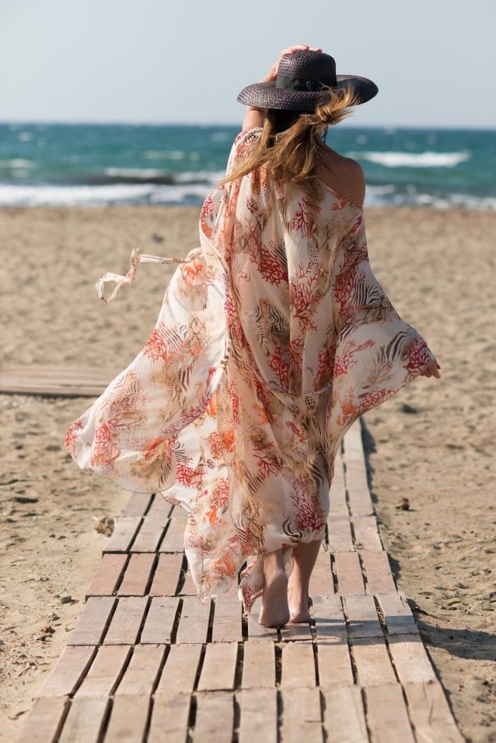 choisir un kimono de plage de style boho chic, modèle de vêtement été femme à design long et couleurs neutres