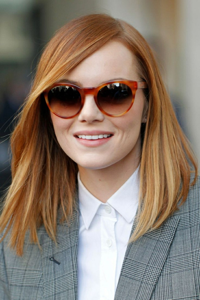 carré long lisse, cheveux couleur rousse, lunettes de soleil au cadre tendance
