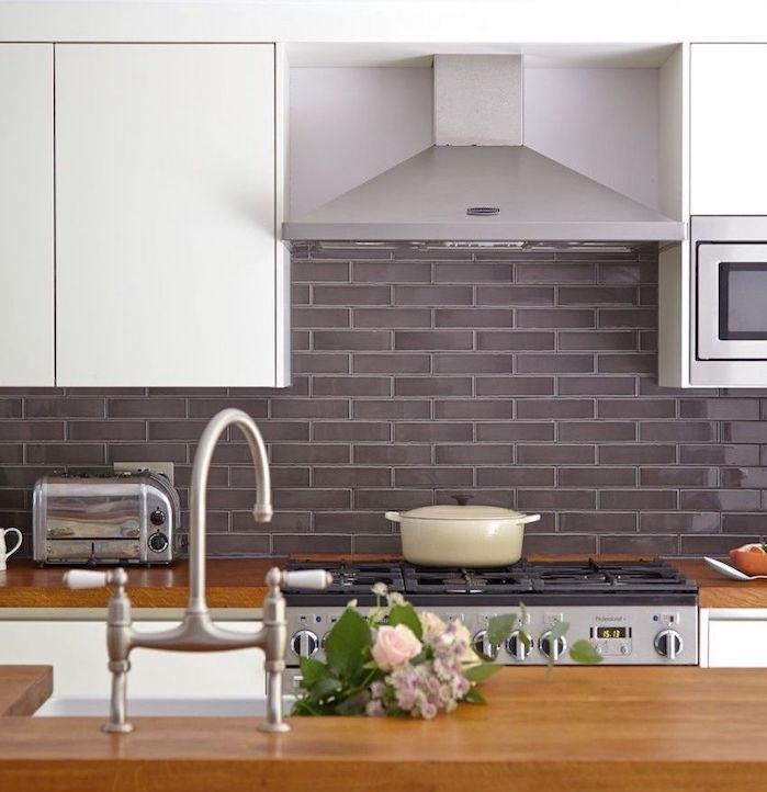 carreaux de faience rectangulaires gris anthracite brillant pour crédence cuisine