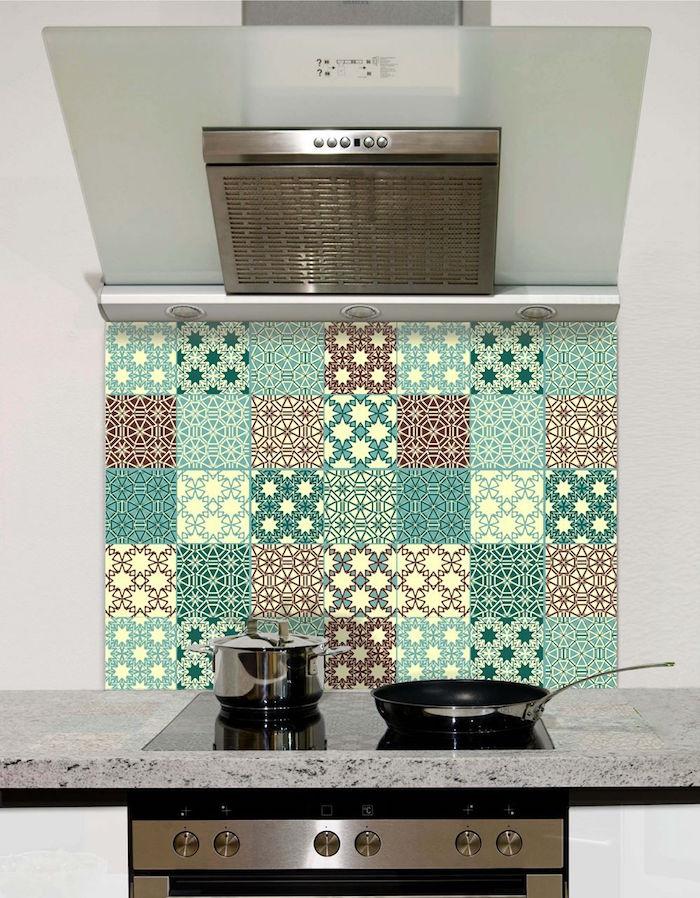 fond de hotte en verre imitation carrelage mosaique vintage vert bordeaux carré