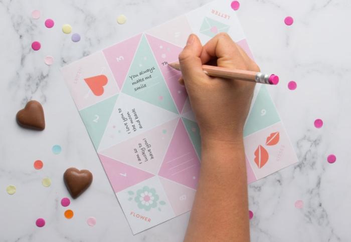 idée de petit cadeau personnalisé pour la saint-valentin en forme de pliage cocotte plein de mots doux