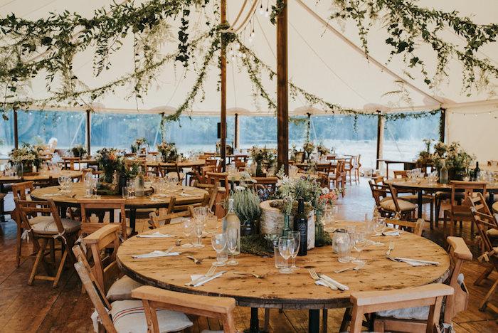 Décoration salle de mariage décoration de table mariage image déco jolie table ronde mariage centre de table bois massive