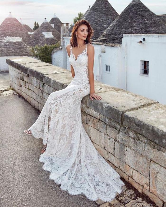 robe mariage sirene, robe de mariée dentelle, robe de mariée bustier, robe de mariée près du corps, bretelles fines, traîne longue,dentelle maille grosse