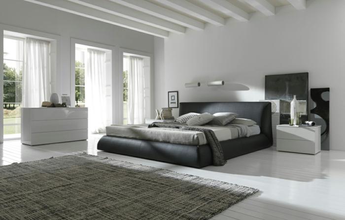 intérieur gris, chambre à coucher spacieuse, fenêtres du sol au plafond, plafond style loft
