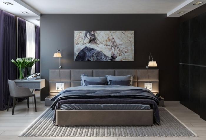 modèle aménagement de chambre parentale dans style moderne avec murs gris et plafond suspendu, modèle de lit kingsize avec tête de lit grise