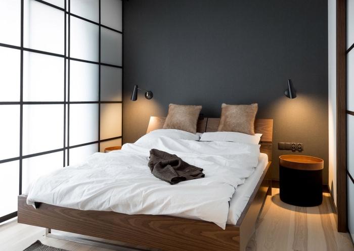 comment séparer la pièce à coucher du salon avec une séparation vitrage et noir mate, ambiance chaleureuse avec mur gris et parquet bois clair