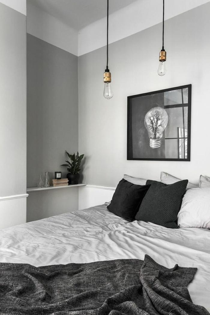 chambre scandinave en noir et blanc, ampoules pendantes, peinture artistique, petite tablette murale