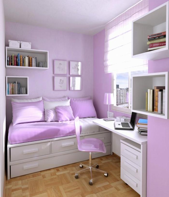 peinture chambre fille, murs en rose et blanc, parquet classique encastrable Castorama, étagères blanches boites, quatre tableaux en cadres roses, bureau blanc, chaise mobile a cinq roues, grands tiroirs de rangement sous le lit