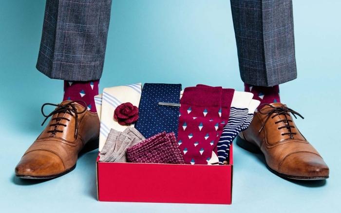 quel cadeau fete des peres original choisir, collection d'accessoire mode pour homme avec cravates et chaussettes