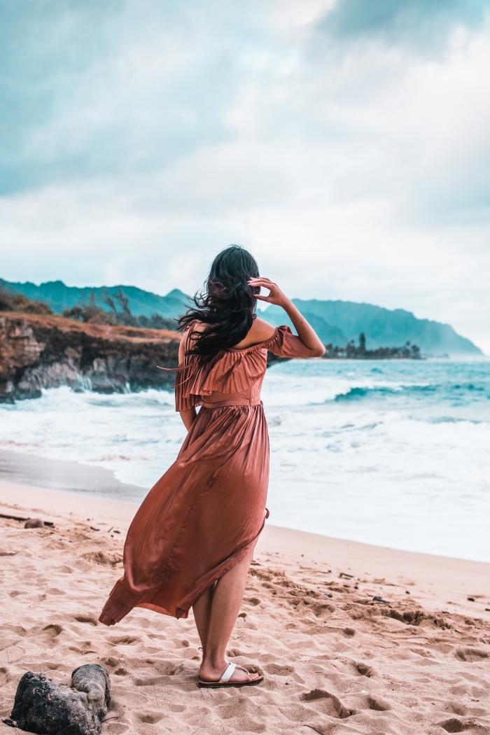 idée comment s'habiller pour plage femme, modèle de robe longue aux manches courtes de couleur nature