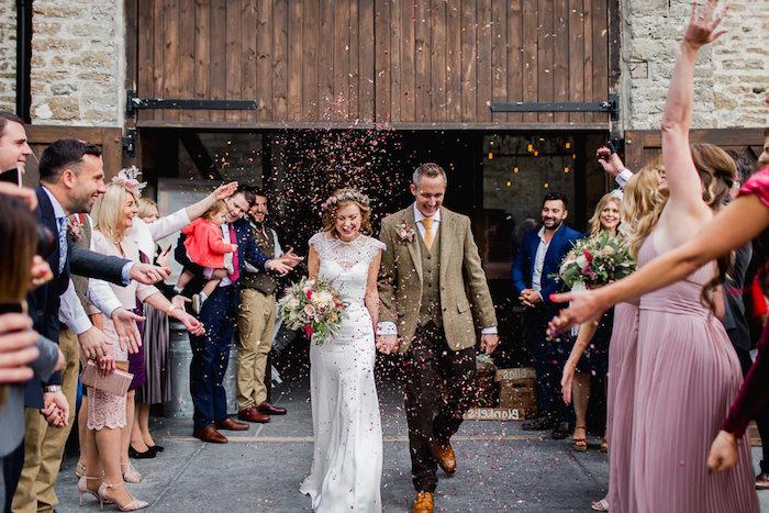 Photo de mariage réel les invitees et les demoiselles d honneur robe choisir à porter pour quel mariage thématique tenue habillée