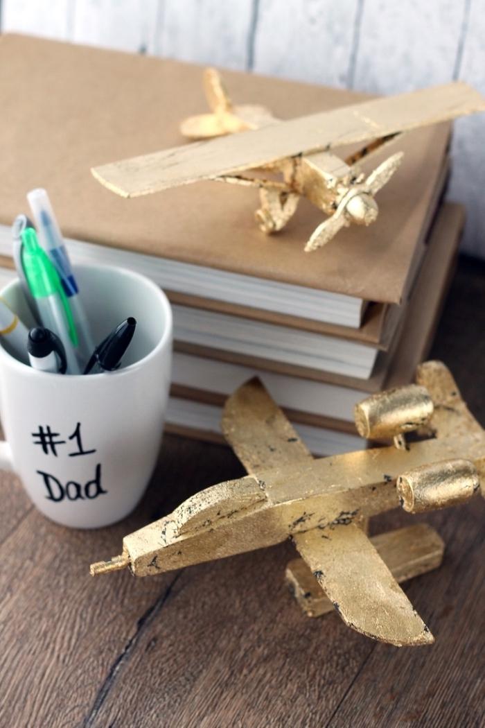 modèle de mug blanc personnalisé avec une citation père numéro un de lettres noires à offrir pour la fête des pères