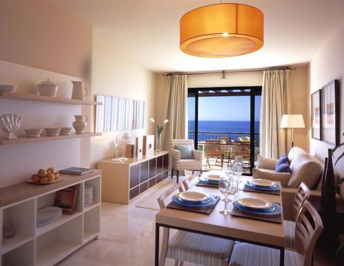 Amenagement salon salle à manger 20m2 idée déco salon moderne cool idée déco appartement vue de la mer
