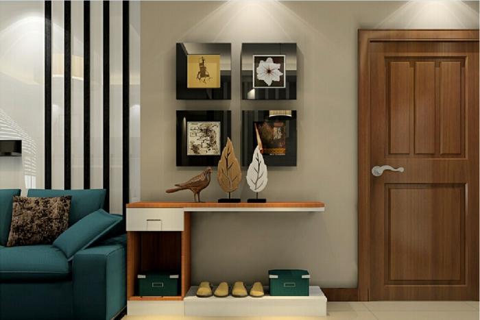 déco entrée maison simple, meuble entrée blanc et bois, peintures encadrées, sofa bleu