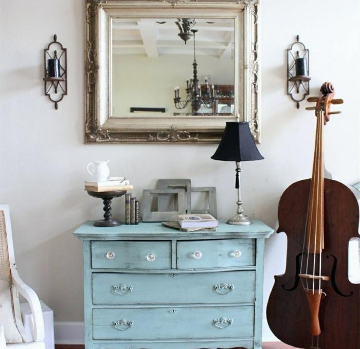 instrument de musique, deco entree en bleu et blanc, placard entrée peint bleu, miroir encadré
