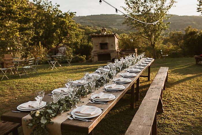 Décoration de table pas cher menu mariage photo de mariage réel mariage champetre longue table plein air