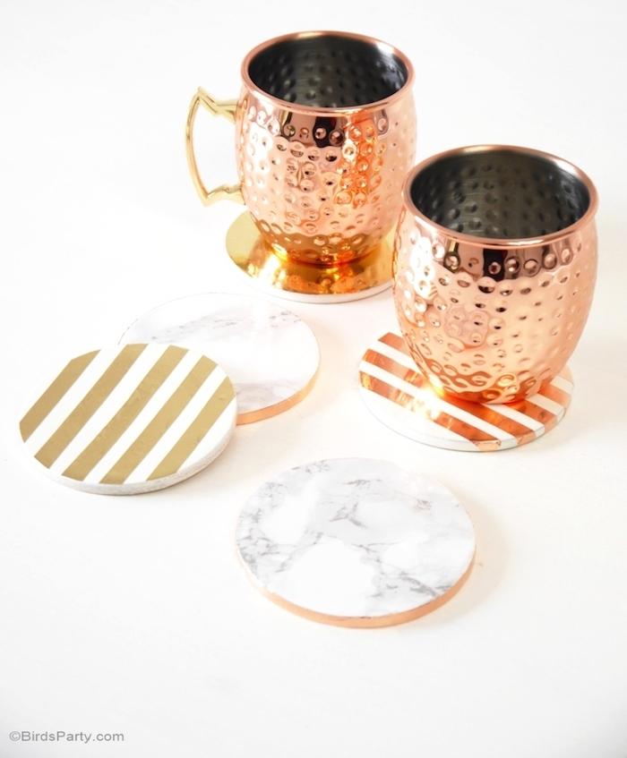 activité manuelle fete des peres, dessous de verre décoration effet marbre et rayures dorées, bricolage facile et rapide
