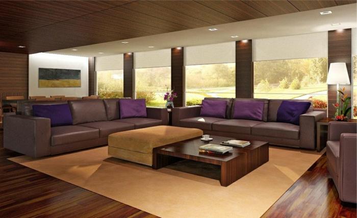 deco salon moderne en beige et lilas, tapis beige, canapés gris en cuir, coussins déco