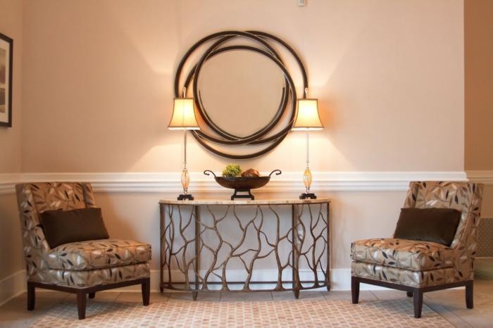 deux fauteuils gris, déco murale originale, console arty avec deux lampes, idée entrée simple
