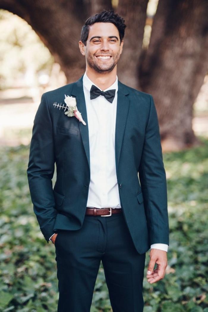 idée pour une tenue de mariage tendance en 2018 pour une silhouette intemporelle, smoking de mariage parfaitement ajusté combiné