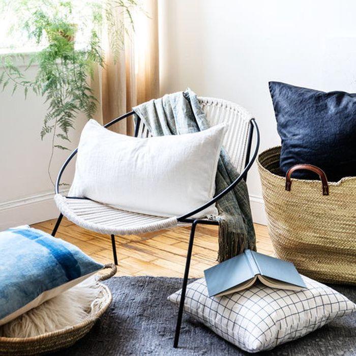 Décoration intérieure salon idee deco peinture salon tendance aménagement créer de l'ambiance cosy dans le coin de lecture