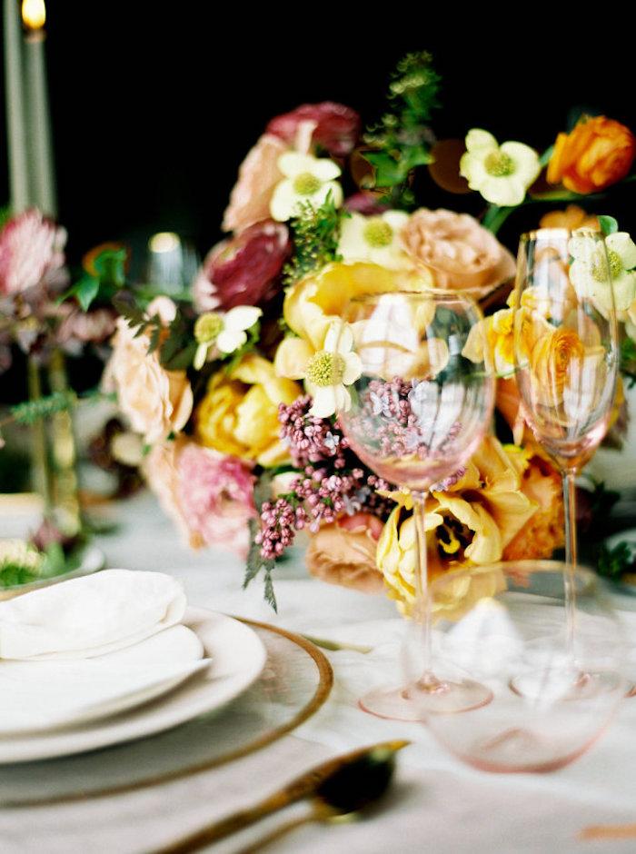 Deco de table mariage menu mariage déco mariage civil idée simple et chic mariage près de la nature thème fleurs et détails dorés