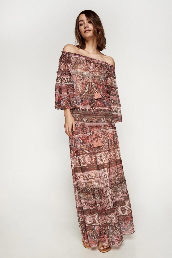 robe longue de style hippie avec manches longues et épaules nues, modèle robe été de couleurs marron et beige