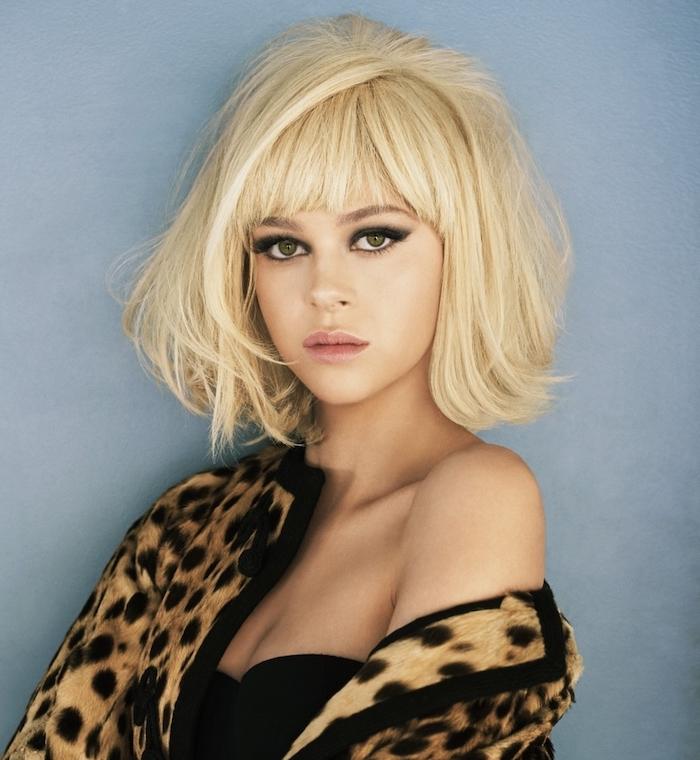 modele de coiffure femme retro chic année 60, coiffure vintage carré plongeant avec frange longue et volume capillaire