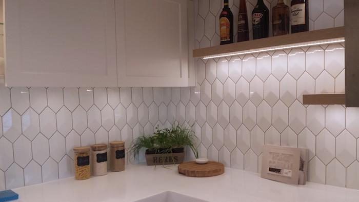 carrelage cuisine blanc hexagonal en relief brillant pour crédence murale
