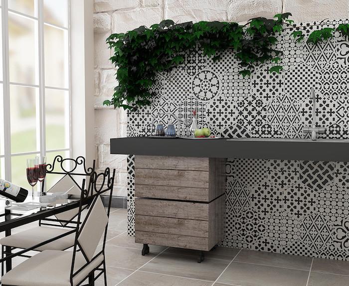 carrelage mural déco noir et blanc comme crédence de cuisine au dessus de plan de travail