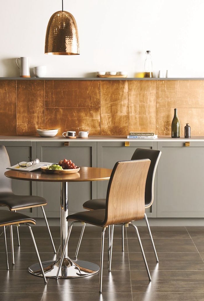 crédence carrelage style metal finition cuivre pour une déco cuisine design luxe