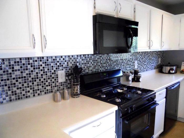 modele faience credence cuisine avec carrealge petit carreau trois couleurs gris