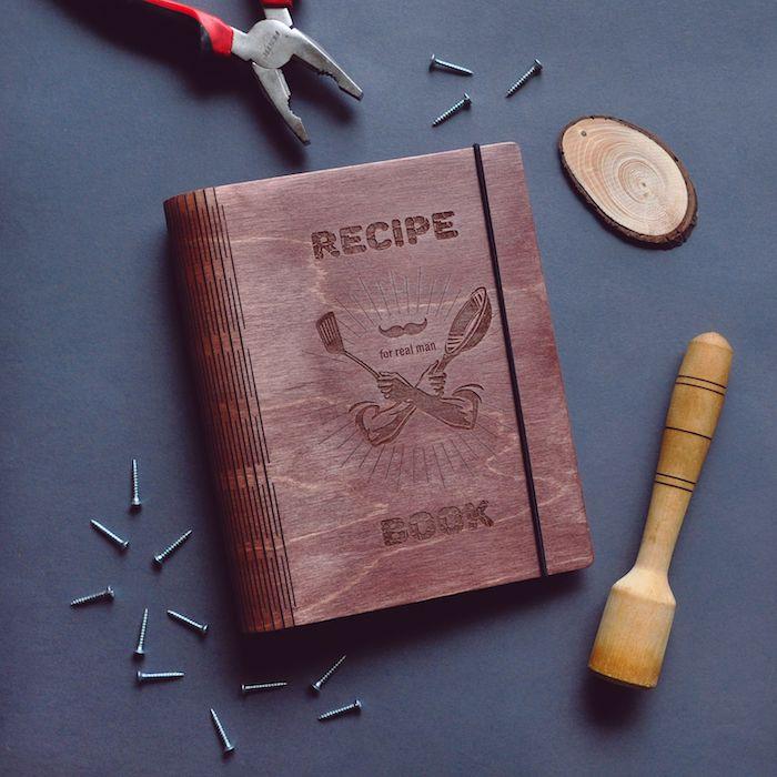 Cadeau pour ceux qui aiment cuisiner livret de recettes personnalisé couverture bois garder ses recettes