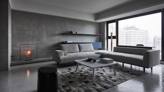 comment intégrer la couleur gris dans son appartement, meubles design salon en gris clair avec un tabouret noir