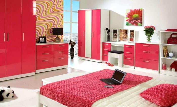comment décorer sa chambre, ikea chambre fille, meubles en fuchsia et ivoire, carrelage blanc, chambre a coucher moderne, panneau décoratif avec une grande fleur rose et6 vert, couverture de lit couleur framboise