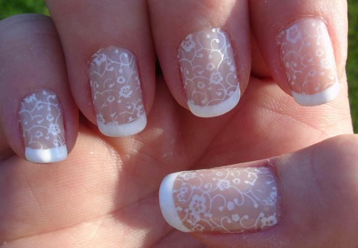 deco ongles gel, bords des ongles blancs, dessins motifs végétaux, déco ongle douce et romantique