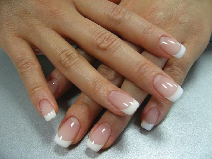 manucure de mariage classique, deco ongles simple, manucure française, couleurs pales