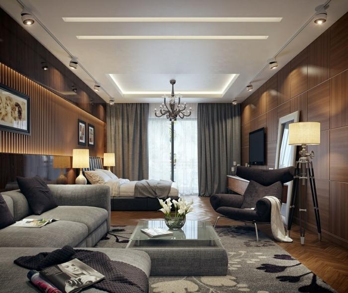 faux plafond lumineux, canapés gris, table basse, fauteuil cocoon, tapis à motifs floraux, deco murale salon