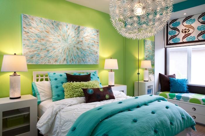 idee peinture chambre enfant colorée avec peinture de mur vert et turquoise et objets déco bleu marron