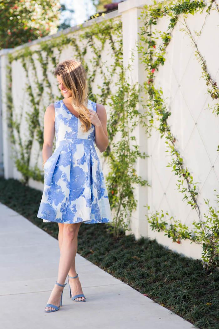 Magnifique idеe tenue habillée pour mariage savoir comment s habiller robe courte blanc et bleu chouette idée