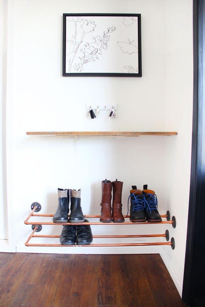comment aménager une petite entrée de façon fonctionnelle, etagere pour chaussure diy réalisée avec des tuyaux en cuivre