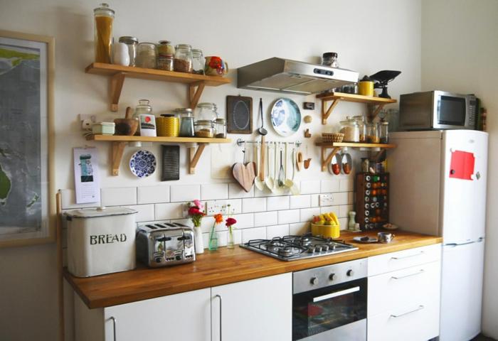 amenagement de placard, rangement placard cuisine, etagere cuisine, meuble de rangement cuisine, grand frigo blanc dans l'angle