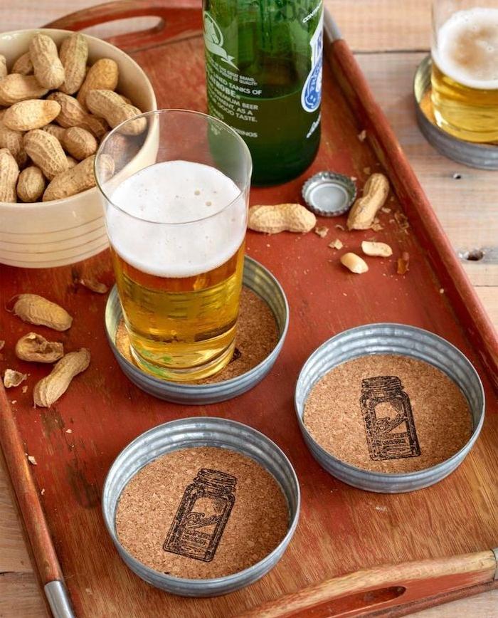 dessous de verre pour bière en couvercle avec rondin de liège au fond, activité fete des peres adulte
