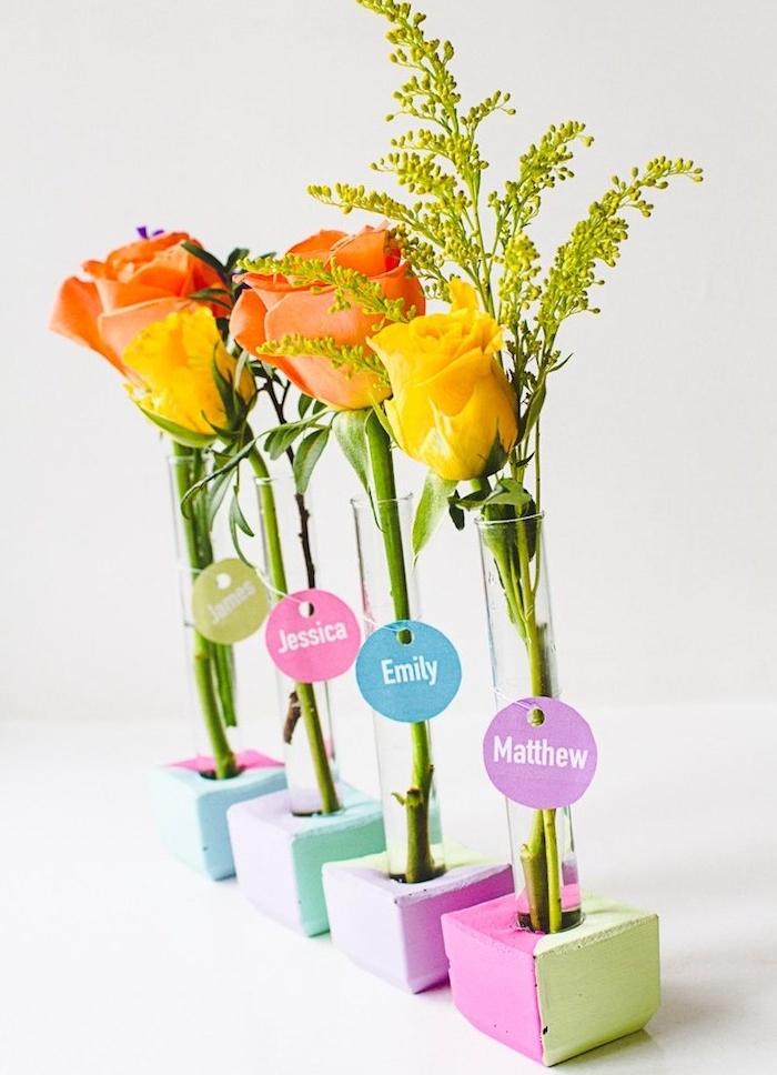 deco mariage a faire soi meme, marque place original en petit support béton coloré et tube de verre soliflore avec brin de fleur