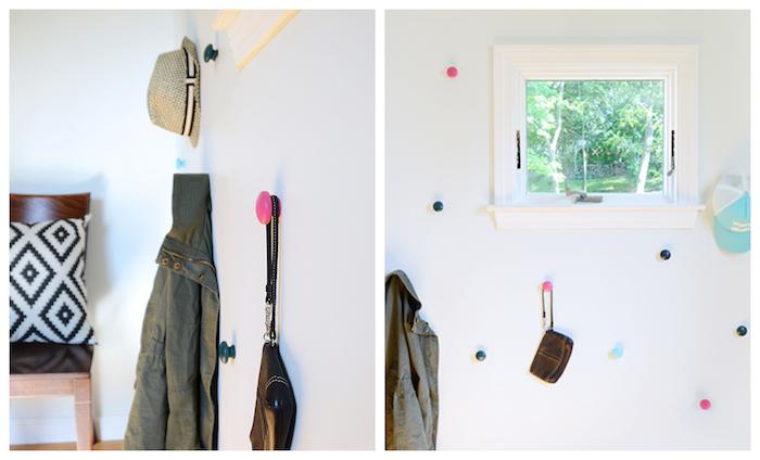 bricolage facile pour fabriquer un patere original en boutons de porte colorées plantés dans un mur blanc, rangement vetements et accessoires